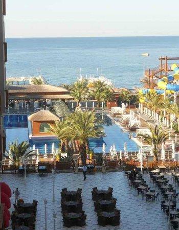 Quattro Beach Spa & Resort: Вид из номера