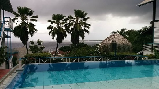 Half Moon Blue Hotel : View from the pool