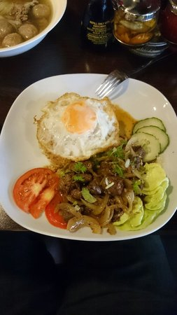 asiaway vietnamese cuisine: Fried rice with beef cube steak and fried egg.  Very good!