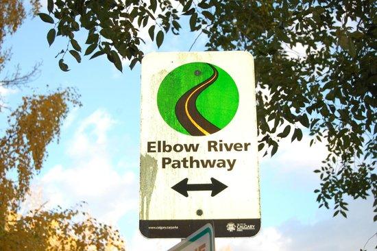 Calgary Pathway System : Good signage