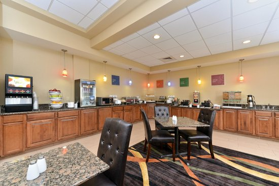 Comfort Inn & Suites: Hot Breakfast
