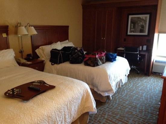 Hampton Inn Hendersonville: Standard queen room