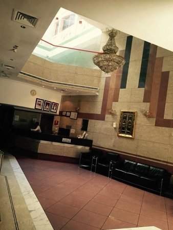 Queens Hotel : Hotel Lobby