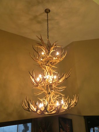 Hampton Inn Jackson Hole : Lobby chandelier