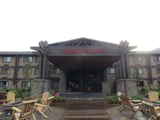 Hampton Inn Jackson Hole: Front of hotel