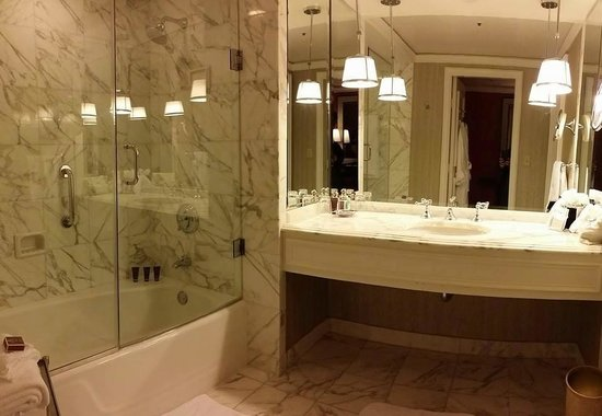 The Ritz-Carlton, St. Louis: Bathroom