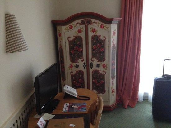 Hotel Gutsgasthof Stangl: Armário do quarto