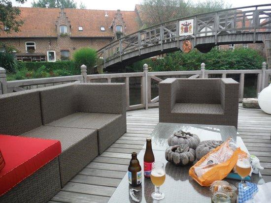 De Rentmeestershoeve : View from over the bridge.
