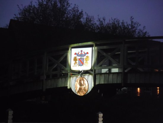 De Rentmeestershoeve : Bridge at night.