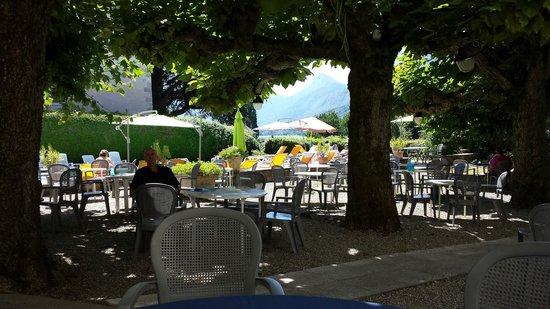 Hotel du Lac : tuin + zwembad
