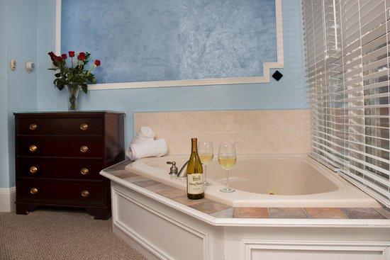 Glynn House Inn: Eisenhower Deluxe Suite