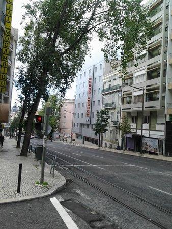 Hotel 3K Madrid: strada con divieto fermata