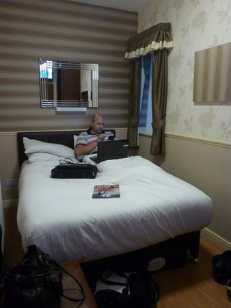 Lyndene Hotel: 84a room too small but lovely decor