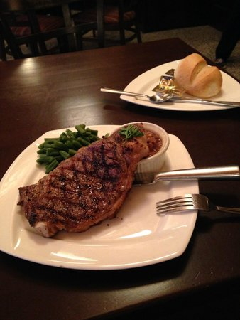 Bonfire Grill and Pub: Savory-seasoned steak and beans (two kinds)