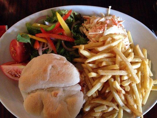 The New Forest Inn: Mozzarella and Sun Dried tomato burger!