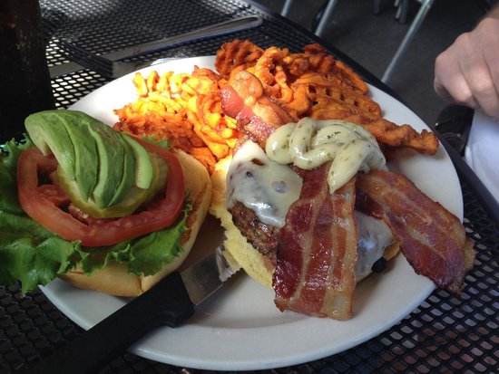 Rosie's Bar & Grill : Miley Highclub Burger.