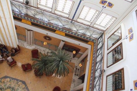 Le Meridien Abu Dhabi: Холл