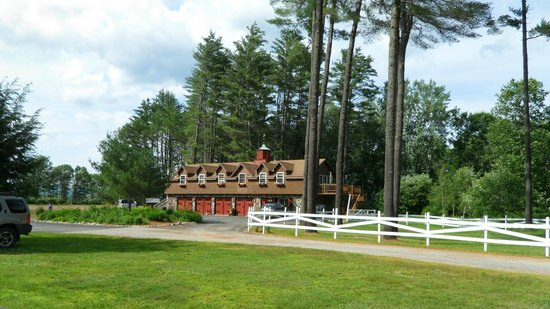 The Old Saco Inn: View up the driveway