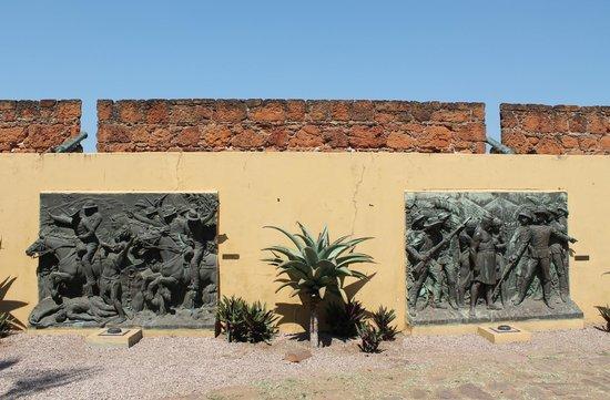 Fortaleza da Nossa Senhora da Conceicao: Statue Panels