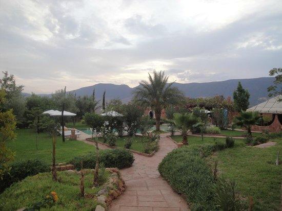 La kasbah d'Ouzoud : Jardín y piscina.