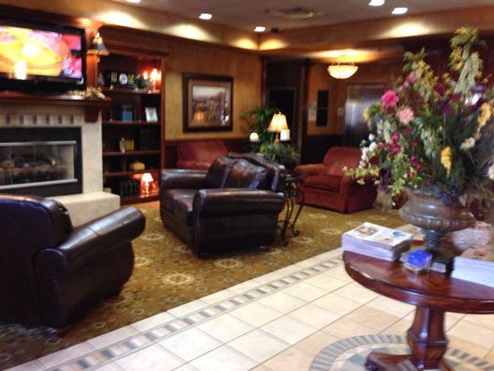Holiday Inn Express Oklahoma City Airport - Meridian Avenue: A lovely lobby!
