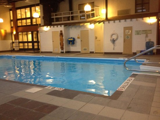 Best Western Plus Ottawa Kanata Hotel & Conference Centre: Pool