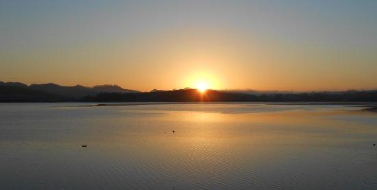 Mangonui Waterfront Apartments: Sunrise over Mangonui Harbour