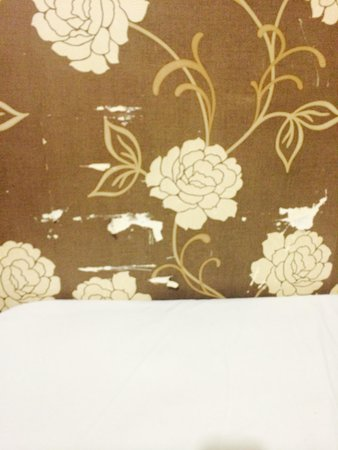 Old Friend: Please put new wallpaper or remove and paint