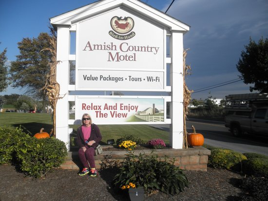 Amish Country Motel : October decorations