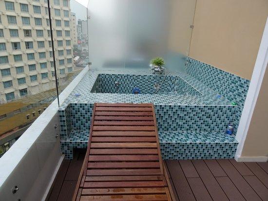Paradise Saigon Boutique Hotel: Our spa on the balcony