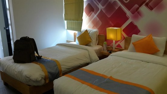 The Frangipani Living Arts Hotel & Spa: twin bed