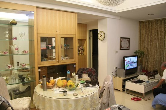 Gracehome Service Apartment: 客厅