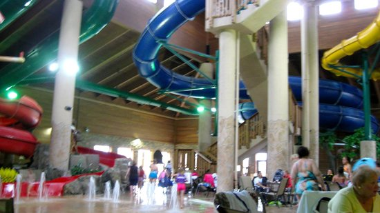 Holiday Inn Express Hotel & Suites Brainerd-Baxter: waterpark slides