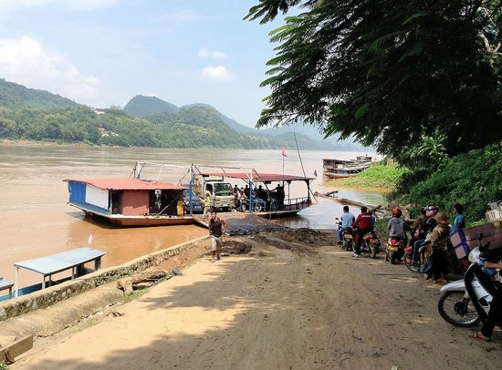 Chompet: Ferry across the Mekong