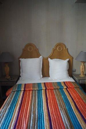 Hotel le Petit Trianon : Bed