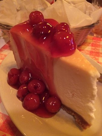 Spaghetti Works Restaurant: Cheesecake with cherry topping