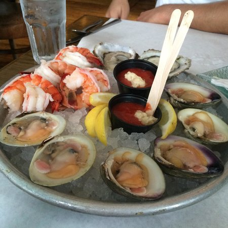 Benjamin's Restaurant and Raw Bar : Seafood Happy Hour!