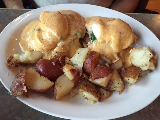 Big Wave Cafe : Crab Eggs Benedict
