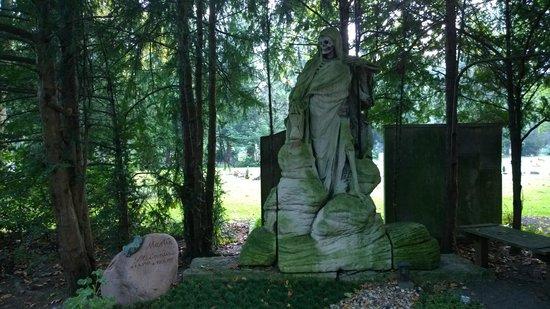 Melaten-Friedhof: An interesting pairing