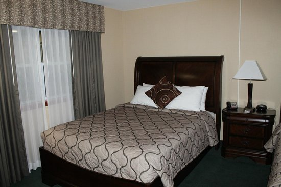 Pacer Inn and Suites: One of the 2 beds in our room