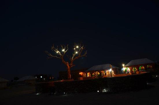 Damodra Desert Camp : Night scene at the camp