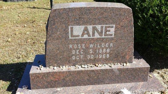 Mansfield Cemetery: Rose's gravestone.