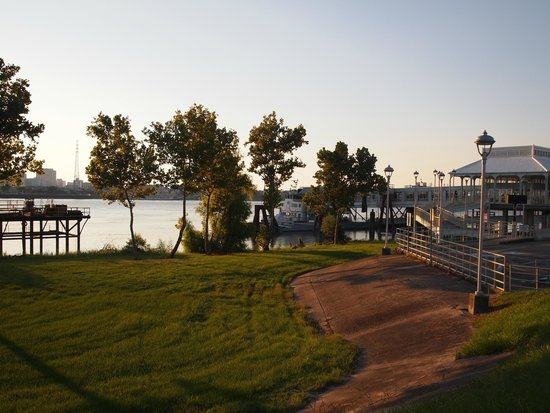 House of the Rising Sun Bed and Breakfast: Algiers-Canal street Ferry