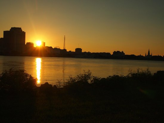 House of the Rising Sun Bed and Breakfast: Sunset view from the levee near the B&B