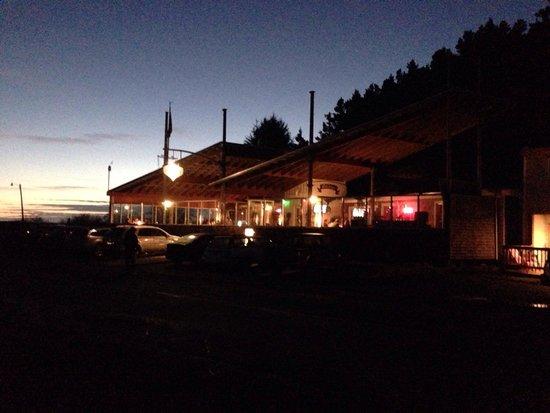 Schooner Restaurant & Lounge : Restaurant at sunset 10/18/2014