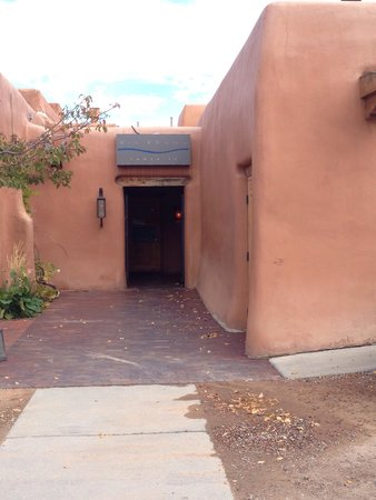 Rio Chama Steakhouse: Entrance from parking lot.