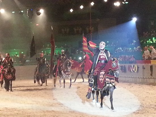 Medieval Times Dinner & Tournament: Here comes the King