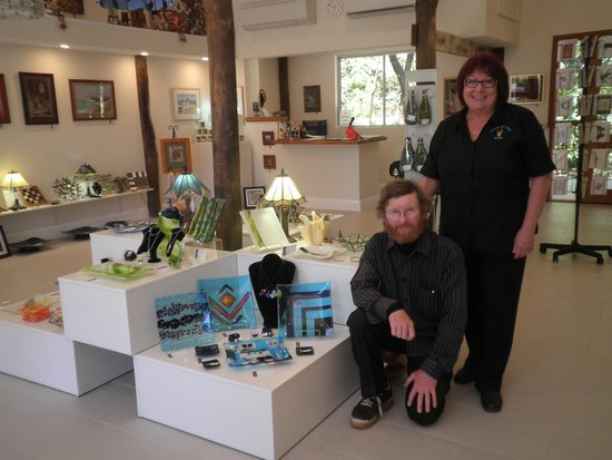 Linda & Mark Floyd Volcania Art Glass / Nundle Art Gallery