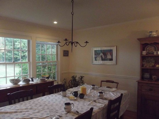 Cornwall Orchards Bed and Breakfast: the breakfast table/dining room