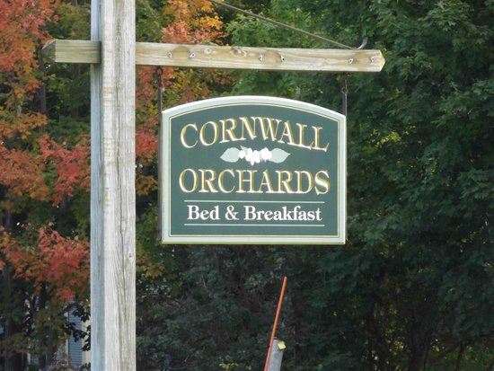 Cornwall Orchards Bed and Breakfast: The Cornwall Orchards B&B sign